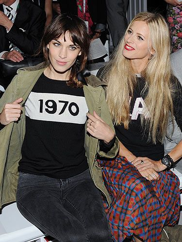 <p>On the the final day of London Fashion Week Alexa Chung rocked up in her ace jumper to the Simone Rocha show. Alexa took her seat next to model Laura Bailey front row and the pair couldn't stop chatting.</p>