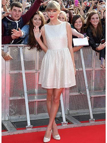 <p>Taylor Swift looked absolutely sensation while on stage at the BBC Radio 1 Teen Awards. Wearing her holier than thou white frock teamed with pretty, ladylike shoes and her hair pulled back. She looked dreamy.</p>