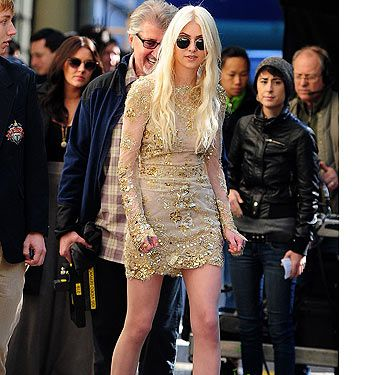 <p>ZOMG, Jenny's back! Yep that's right, Taylor Momsen was spotted back on the Gossip Girl set ready to take her place as the bitch who everyone hates, Jenny Humphrey. Will she stir up all kinds of trouble? Is she back being the sweet Jenny we used to know? Hmm, in this get-up, we doubt it. But we love the Louboutins though. </p><p> </p>