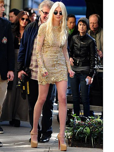 <p>ZOMG, Jenny's back! Yep that's right, Taylor Momsen was spotted back on the Gossip Girl set ready to take her place as the bitch who everyone hates, Jenny Humphrey. Will she stir up all kinds of trouble? Is she back being the sweet Jenny we used to know? Hmm, in this get-up, we doubt it. But we love the Louboutins though. </p> <p> </p>