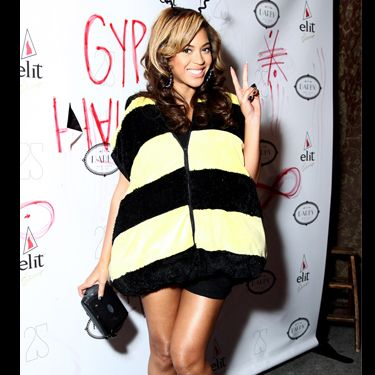 Beyonce was a buzzing beauty at the Gypsy Halloween party in New York. Opting out of the scary look, instead she chose to do kooky and cute – just check out her striped bee-shoes!