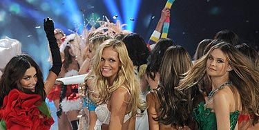 <p>Don't they look like they have huge amounts of fun at the Victoria's Secret Fashion Show? While fashion week is all about serious faces, the Victoria's Secret show is all about the pearly whites and dimples.</p>