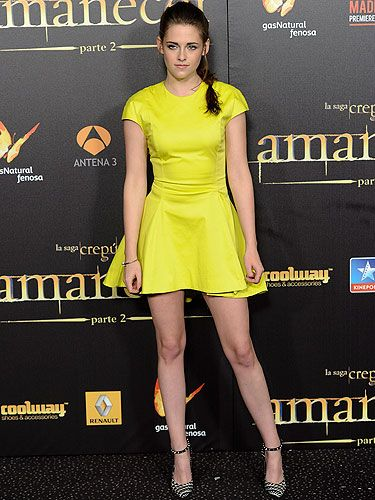 <p>Neon's a tough look to rock, but KStew pulled up and strutted her stylish self! Kristen Stewart attended the Madrid premiere of The Twilight Saga: Breaking Dawn - Part 2 wearing a bright neon yellow Christian Dior mini dress. With no other accessories but a pair of black and white Barbara Bui shoes, she definitely worked this classic minimal look!</p>