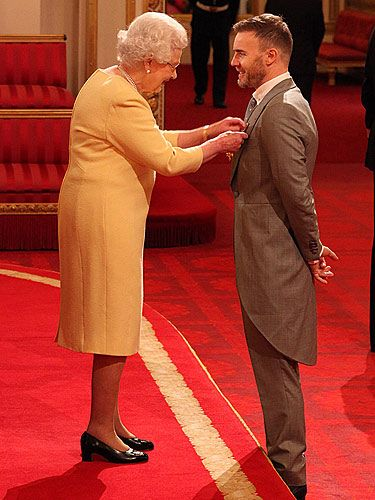 <p>We suspected it wouldn't be long until the Queen noticed Gary Barlow's dedication to music and charity! Awarding Garry with his OBE, we couldn't be more jealous of the Queen as she gets up close to pin Gary with his badge of honour. Well done Gazza!</p>