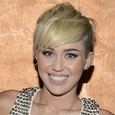 <p>Miley Cyrus is really having fun with her edgy new hairstyle. She showed up at the City Of Hope gala in LA wearing her short platinum blonde hair to the side in a textured spikey mess. Surprisingly, it looked very elegant on the red carpet. We're really impressed!</p>