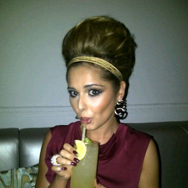 Though Cheryl Cole is new to the Twittosphere this hasn't stopped her mastering the art of a Twitpic. Check out Chezza's barnet – her beehive is almost as high as Marge Simpson's