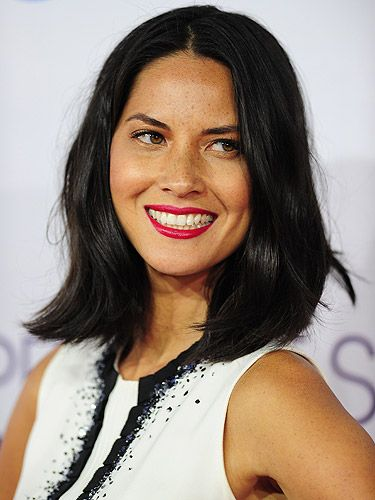<p>We've got some serious skin envy for actress Olivia Munn. She rocked barely-there makeup with red-hot lips at the 2013 People's Choice Awards. </p>