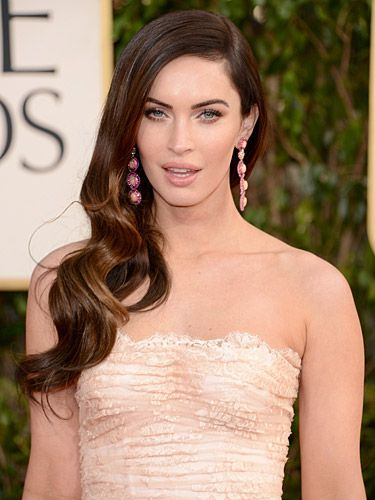 <p>We've got major hair envy for those long, silky smooth waves on Megan Fox! She showed up at the 2013 Golden Globe Awards with her hair swept to the side in massive, volumous curls. Finished off with soft smoky eye makeup and glossy lips, we can only wish we looked half as sexy as Megan did here. *sigh*</p>