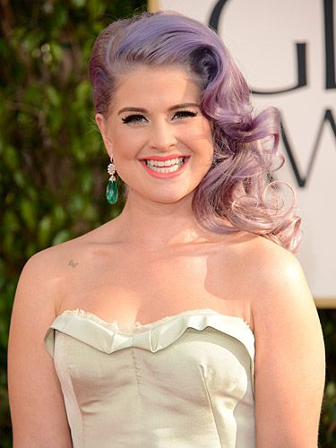 <p>Side-swept hairstyles were the hot topic on the 2013 Golden Globe Awards red carpet. Kelly Osbourne showed off her signature purple-grey locks in glossy, smooth waves. She parted her hair off to to one side to really show off this alluring hairstyle. Paired with a peachy-pink lipstick and plenty of mascara, we thought she couldn't have looked better!</p>