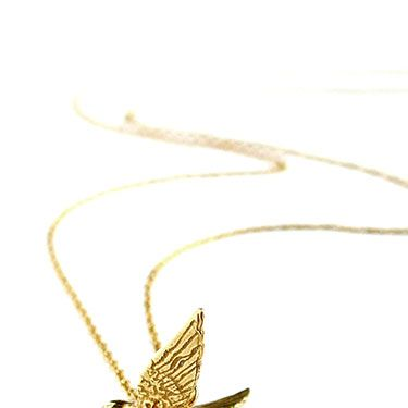 """<p>Picking out some jewellery for your girlfriend? Keep it simple and pretty, like this golden hummingbird necklace from popular jewellery designer Alex Munroe. Failing that, DIAMONDS.</p><p>Hummingbird necklace, £132, <a href=""""http://www.alexmonroe.com/shop/hummingbird-necklace"""" target=""""_blank"""">alexmunroe.com</a></p><p><a href=""""Valentine's%20day%20gift%20ideas%20for%20men"""" target=""""_blank"""">TOP 10 ROMANTIC FILMS</a></p><p><a href=""""http://www.cosmopolitan.co.uk/travel/weekend-breaks/romantic-breaks/top-ten-breaks-for-valentines-day-in-the-uk-as-suggested-by-mr-and-mrs-smith?click=main_sr"""" target=""""_blank"""">TOP 10 VALENTINE'S DAY HOTELS</a></p><p><a href=""""http://www.cosmopolitan.co.uk/love-sex/relationships/best-proposal-ideas-how-team-cosmo-got-proposed-to?click=main_sr#fbIndex1"""" target=""""_blank"""">COSMO PROPOSAL STORIES</a></p>"""