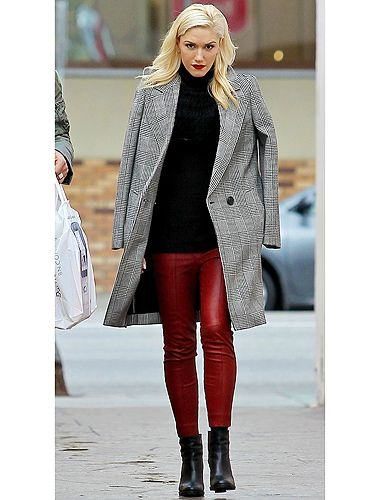 <p>She's the ultimate rock chick so it's no wonder Gwen Stefani wears her rockin' red leather trousers with ease.</p>