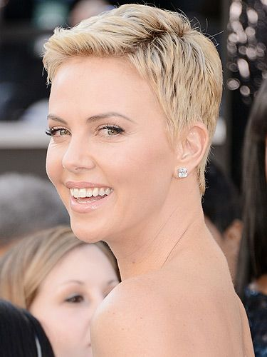 <p>Move over Miley Cyrus, Charlize Theron's totally taking the crown for best buzz cut in 2013. She showed up at the Oscars in a super-short boyish haircut that she jazzed up with plenty of mascara and glossy nude lips. What a daring beauty look for this red carpet event!</p>
