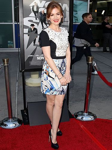 <p>Isla Fisher arrived for a special screening of her new film, Now You See Me, and we love her look! The red-head beauty chose a Sachin + Babi mini dress for the occasion, which she teamed with a pair of Brian Atwood heels.</p>