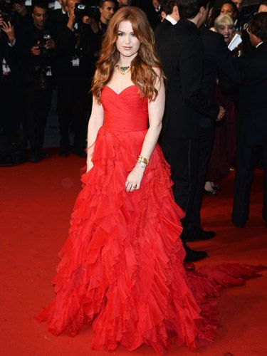 <p>Ooh la la, we spy an Oscar De La Renta number on the Cannes red carpet! Isla Fisher always looks beautiful, but the red-haired stunner really upped the stakes in this strapless scarlet chiffon gown. And, in homage to The Great Gatsby, she accessorised with an Art Deco Bulgari Heritage statement necklace. This girl can do no wrong!</p>