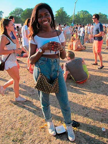 <p>This American Apparel high waist jean situation looked totally amazing on Lanis, who teamed them with a Zara bag and trusty high tops.</p>