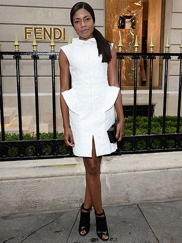 <p>Naomi Harris looked a bit of all white at the Fendi party this week.</p> <p>Wearing a sculptural Fendi frock with peplum detail and Fendi patent-leather peep-toes with spiked heel, a black clutch completed her monochrome look. e think she looks black, white and red hot all over!</p> <p> </p>
