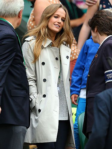 <p>At the Murray v Tommy Robredomatch, Kim Sears donnd a classic trench coat; perfect for Wimbledo as rainfall is usually never more than a Cliff Richard song away.</p> <p>We like the way she's added interest to a fairly safe look with a glimpse of metallic lurex peeping out from underneath. Ace!</p>