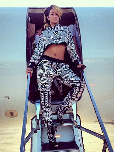 <p>You can always trust Rihanna to work brave new looks.</p> <p>While we won't be cloning her geometric print outfit on our next day in the sun, we do that this look as a big thumbs up to loud prints in simple colours.</p>