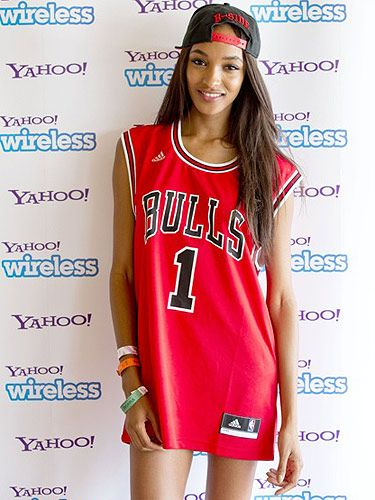 <p>Model Jourdan Dunn was effortlessly cool with a B-Side snapback and her Chicago Bulls jersey.</p>