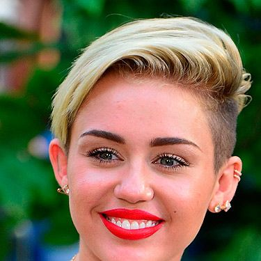 <p>Miley Cyrus is a big fan of the ear cuff ever since she chopped off her locks for her now trademark pixie crop. Punking up her look with a few simple gold cuffs, we think Miley makes the trend work pretty well.</p>