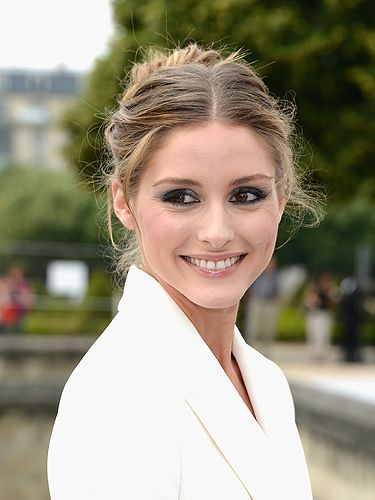 <p>Olivia's chic hairstyle is un-done but well done to a T. Texture is the secret, so before you try a 'thrown-up' bun like this, prep your hair with a body-building product and bend some strands around a styling wand if your hair is naturally straight.</p>