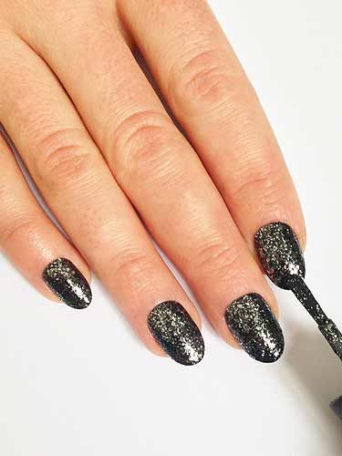<p>After applying a base coat apply TWO coats of by OPI Metallic 4 Life.</p>