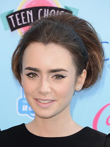 <p>Working 60s-inspired beauty like a pro, Lily Collin wowed with her beehive updo. Sweeping her long locks into a faux bob wrapped up in a chic black headband, Lily was totally channeling Audrey Hepburn with this look.  We absolutely love it!</p>