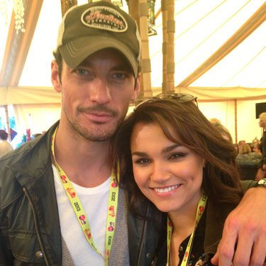 <p>If this isn't proof these two are back on we don't know what is! The male model happily put his arm around his former flame, Les Miserables star, Samantha Barks. Don't they make a cute couple?</p>