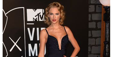 <p>Taylor Swift brought newly curled hair to the VMAs in a Herve Leger frock - a welcome trip away from her usual more conservative style, Swifty looked phenomenal before picking up her award for Best Female Video.</p>