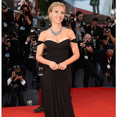 <p>Scarlett Johansson was back to her va-va-voom best at the Venice Film Festival 2013. She went back to the Hollywood old school in a slinky black Versace dress with a sweetheart neckline, and looked FIERCE.</p>