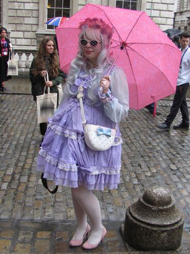 This dress reminds us of a tea party at the Mad Hatter's! There's so much going on here with the headdress, veil and sunglasses we can help but be in awe. To the rabbit hole!