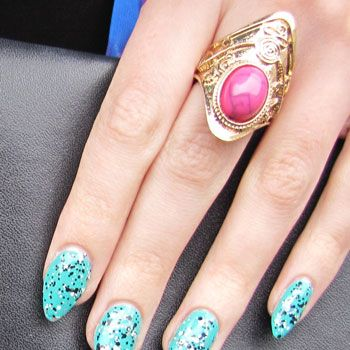 Zoe layered the L'Oreal speckled top coat over a turquoise shade for an eye-catching mani.
