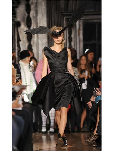 <p>Cara looked striking in all black and a vast 3D headpiece (in the shape of a bat no less) at the Giles Deacon show on Monday. We love the look - and that it was paired with flats!</p>
