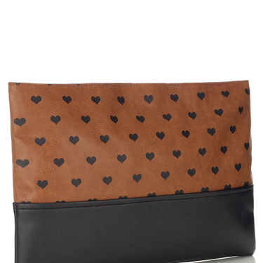 <p>Inspired by Burberry, we totally heart this oversized clutch.</p>