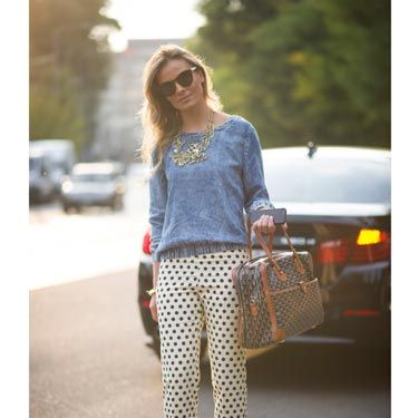 <p>Fashion week regular <span>Wilma Helena Faissol put together the perfect casual outfit, pairing a blue denim-look sweatshirt with cream polka-dot cigarette pants and bright red courts. We love the touch of luxury with her It-bag, sunglasses and gold necklace. </span></p>