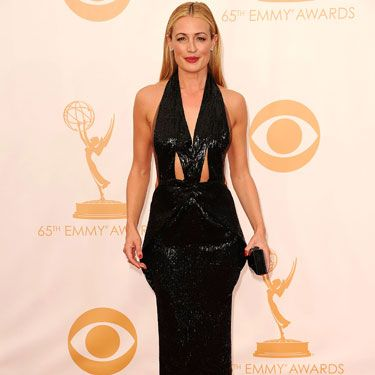 <p>Wow! Cat decided to do Hollywood hotness her way in a glittering black gown with exposed shoulders and cut out panels at the torso. She played with volume at the hips but balanced it out with a column skirt before adding a new layer of sexiness with sleek and straight hair.</p>