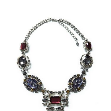 <p>Now this is one impressive-looking necklace. And we want it. Now.</p>