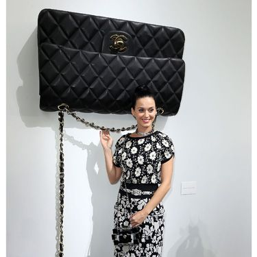 """<p>Oh look! It's Katy Perry and a GINORMOUS CHANEL HANDBAG. This picture is just full of win.</p><p><a href=""""http://www.cosmopolitan.co.uk/fashion/shopping/paris-fashion-week-street-style"""" target=""""_blank"""">SEE: PARIS FASHION WEEK STREET STYLE</a></p><p><a href=""""http://www.cosmopolitan.co.uk/fashion/shopping/shop-payday-fashion-treats"""" target=""""_blank"""">TREAT YOURSELF: STYLISH PAYDAY SPLURGES</a></p><p><a href=""""http://www.cosmopolitan.co.uk/fashion/celebrity/"""" target=""""_blank"""">GET THE LATEST CELEBRITY TREND NEWS</a></p>"""
