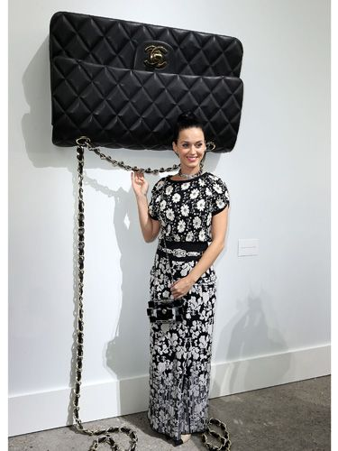<p>Oh look! It's Katy Perry and a GINORMOUS CHANEL HANDBAG. This picture is just full of win.</p>