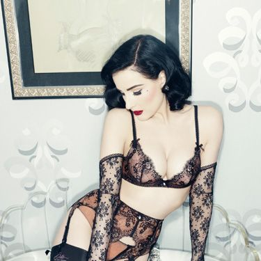 "<p>Want to be as sexy as Dita Von Teese? First, buy this set. Next, read her <a href=""http://www.cosmopolitan.co.uk/love-sex/tips/dita-von-teese-striptease-tips"" target=""_blank"">striptease tips</a>.<em></em></p>