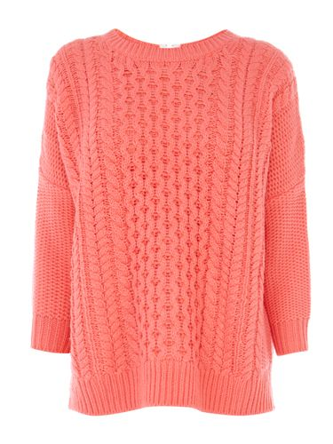 """<p>Curl up by the fire in this slouchy cable knit jumper. In association with Breast Cancer Awareness Month, 10% of proceeds will go to the charity.</p> <p>Warehouse Slouch Cable Jumper, £46, <a href=""""http://www.warehouse.co.uk%20"""" target=""""_blank"""">Warehouse</a></p> <p><a href=""""http://www.cosmopolitan.co.uk/beauty-hair/news/trends/beauty-products/breast-cancer-awareness-month"""" target=""""_blank"""">BEAUTY'S TOP BREAST CANCER AWARENESS PRODUCTS</a></p> <p><a href=""""http://www.cosmopolitan.co.uk/fashion/shopping/pink-coat-winter-fashion-trends-2013?page=1"""" target=""""_blank"""">TEN OF THE BEST PINK COATS</a></p> <p><a href=""""http://www.cosmopolitan.co.uk/fashion/shopping/what-to-wear-this-week-23-september-2013"""" target=""""_blank"""">WHAT TO BUY THIS WEEK</a></p>"""