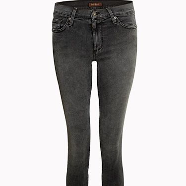 <p><strong>The Shape:</strong> If you have slim legs, a smaller behind and carry extra weight around your middle, you're probably an apple shape. Apple shaped girls will have the legs to carry off slim jeans, but might need to disguise their more problematic areas.</p>