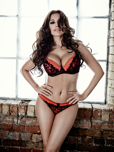 "<p>Black, red and HAWT all over. Here, Kelly does the hands in front of hips pose, accentuating that weeny waist *sigh*<em><br /></em></p> <p><em>Shop Kelly Brook's lingerie collection for New Look at <a href=""http://www.newlook.com/shop/result?Ntt=Kelly+Brook+Lingerie&filtered=1"" target=""_blank"">newlook.com</a> now. Prices start at £6.</em></p> <p><a href=""http://www.cosmopolitan.co.uk/fashion/shopping/kelly-brook-new-look-aw13"" target=""_blank"">SEE KELLY BROOK'S WINTER FASHION RANGE </a></p> <p><a href=""http://www.cosmopolitan.co.uk/fashion/news/lingerie-show-2013"" target=""_blank"">WATCH THE ACTION FROM COSMO'S LINGERIE SHOW</a></p> <p><a href=""http://www.cosmopolitan.co.uk/fashion/shopping/the-fashion-fix-shop-bargain-buys"" target=""_blank"">SHOP: FASHION BUYS FOR £10 OR LESS</a></p>"