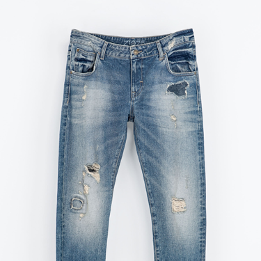 """<p>Bonfire Night is the ideal time to cosy up in layers and slouchy silhouettes - these shredded boyfriend jeans are just the ticket. Rol up the hems (a bit) and wear with a chunky knit.</p><p>Ripped boyfriend jeans, £29.99, <a href=""""http://www.zara.com/uk/en/woman/jeans/ripped-boyfriend-jeans-c271007p1386520.html"""" target=""""_blank"""">zara.com</a></p><p><a href=""""http://www.cosmopolitan.co.uk/fashion/shopping/womens-christmas-fair-isle-jumpers-2013"""" target=""""_blank"""">WINTER WARMERS: SHOP 9 NIFTY KNITS</a></p><p><a href=""""http://www.cosmopolitan.co.uk/fashion/shopping/investment-winter-coats"""" target=""""_blank"""">10 WINTER COATS WORTH INVESTING IN</a></p><p><a href=""""http://www.cosmopolitan.co.uk/fashion/shopping/christmas-jumpers-2013-primark-womens"""" target=""""_blank"""">PRIMARK'S CHRISTMAS JUMPERS ARE EXCELLENT</a></p>"""