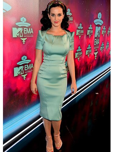 """<p>Katy was a vision in mint green on the EMAs red carpet. We also love that bejewelled headband that she paired with her vintage-inspired dress. So classy.</p> <p><a href=""""http://www.cosmopolitan.co.uk/fashion/celebrity/best-dressed-celebrities-08-november"""" target=""""_blank"""">SEE: THIS WEEK'S BEST DRESSED CELEBS</a></p> <p><a href=""""http://www.cosmopolitan.co.uk/fashion/shopping/celebrity-winter-coat-inspiration"""" target=""""_blank"""">WINTER COAT INSPIRATION FROM CELEBRITIES</a></p> <p><a href=""""http://www.cosmopolitan.co.uk/beauty-hair/news/trends/celebrity-beauty/celebrity-beauty-looks-2013-mtv-emas"""" target=""""_blank"""">THE BEST BEAUTIES AT THE MTV EMAs 2013</a></p> <p> </p>"""