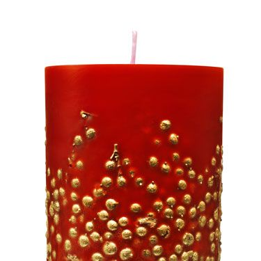 <p><strong>THEY SAY:</strong> The subtle yet intense fragrance of the pine needles is all encompassing. It celebrates the joy of being together, in a moment of shared affection and emotion.</p>
