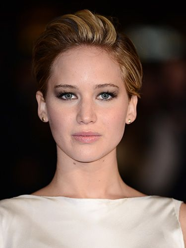 "<p>For the London Catching Fire premiere, J Law went for a deep part on her left side - and pumped up the volume, combing over and teasing the rest of her tresses.</p> <p><a href=""http://www.cosmopolitan.co.uk/fashion/celebrity/winter-wonderland-2013-celebrity-style"" target=""_blank"">CELEBRITIES AT WINTER WONDERLAND</a></p> <p><a href=""http://www.cosmopolitan.co.uk/fashion/celebrity/best-dressed-celebrities-08-november"" target=""_blank"">BEST DRESSED CELEBS OF THE WEEK</a></p> <p><a href=""http://www.cosmopolitan.co.uk/beauty-hair/news/beauty-news/jennifer-lawrence-new-miss-dior-campaign-shots?click=main_sr"" target=""_blank"">JEN LAWRENCE IS A BARE-FACED BEAUTY IN NEW DIOR CAMPAIGN</a></p>"
