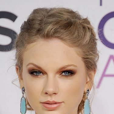 """<p><strong><a>The inspiration:</a></strong> Taylor Swift</p><p><strong>The look:</strong> Gold is a brilliant makeup choice because a) it makes you look instantly party-ready, b) it suits everyone and c) it gives your boyfriend an excellent hint as to what you want your Christmas present to be made from.</p><p><strong>Key product:</strong> Maybelline EyeStudio Color Tattoo 24hr Cream Gel Eyeshadow in Gold, £4.99, <a href=""""http://www.boots.com/en/Maybelline-EyeStudio-Color-Tattoo-24hr-Cream-Gel-Eyeshadow_1253778/"""" target=""""_blank"""">boots.com</a></p><p><a href=""""http://www.cosmopolitan.co.uk/beauty-hair/beauty-tips/how-to-wear-bright-makeup"""" target=""""_blank"""">HOW TO WEAR BRIGHT MAKEUP</a></p><p><a href=""""http://www.cosmopolitan.co.uk/beauty-hair/news/styles/celebrity/celebrity-party-hair-style-inspiration?click=main_sr"""" target=""""_blank"""">CELEBRITY PARTY HAIR IDEAS</a></p><p><a href=""""http://www.cosmopolitan.co.uk/fashion/shopping/christmas-party-dresses-investment"""" target=""""_blank"""">10 DREAMY PARTY DRESSES</a></p>"""