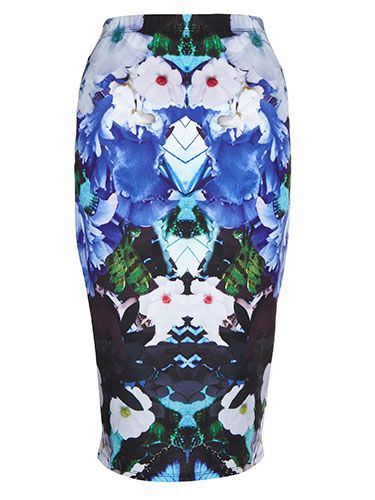 <p>A printed pencil skirt looks great with a plain cami and heels - we can just imagine Kimmy sashaying round L.A. in this one!</p>