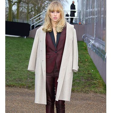 """<p>Has someone explained how the armholes on a coat work to Suki? Obviously we're joking, the drape is THE way to wear a coat, and anyway she can do whatever she wants because SHE'S THE ONE KISSING BRADLEY COOPER.</p><p><a href=""""http://www.cosmopolitan.co.uk/fashion/shopping/primark-summer-fashion-trends-2014"""" target=""""_blank"""">PRIMARK'S SPRING FASHION COLLECTION</a></p><p><a href=""""http://www.cosmopolitan.co.uk/fashion/love/love-it-or-loathe-it-daisy-lowe-winter-floral-dress"""" target=""""_blank"""">LOVE IT OR LOATHE IT: DAISY LOWE</a></p><p><a href=""""http://www.cosmopolitan.co.uk/fashion/shopping/womens-clothing-under-ten-pounds"""" target=""""_blank"""">DAILY FASHION FIX: UNDER A TENNER</a></p>"""